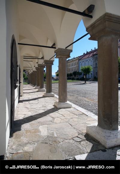 Pijlers van Levoca  stadhuis arcade