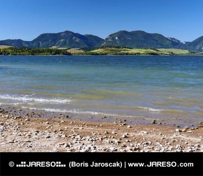 Shore met Pravnac en Lomy heuvels