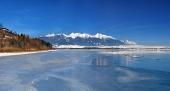 Bevroren Liptovska Mara en Westelijke Tatra