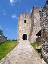 Toegang tot het Strecno Kasteel, Slowakije