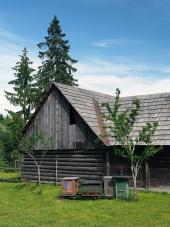 Houten bijenkorven in Pribylina