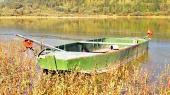 Groene boot door Liptovska Mara meer, Slowakije