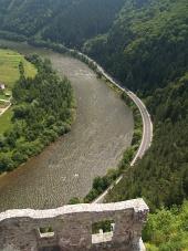 Luchtfoto van het kasteel van Strecno