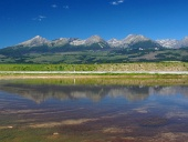 Weerspiegeling van de Hoge Tatra in het meer