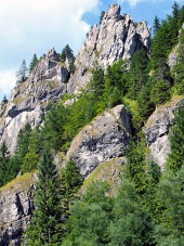 Massieve rotsen in Vratna Valley, Slowakije