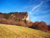 Herfst op Ostra Skala plaats, Slowakije