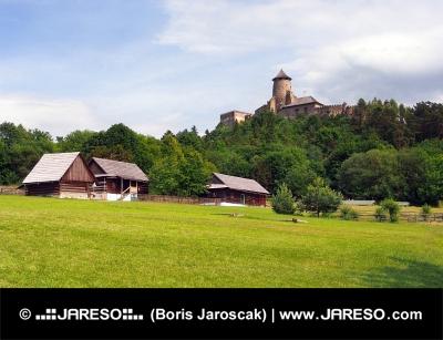 Domy ludowe i zamek w Starej Lubowli