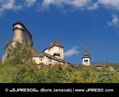 Zamek Orawski w jasny, letni dzień