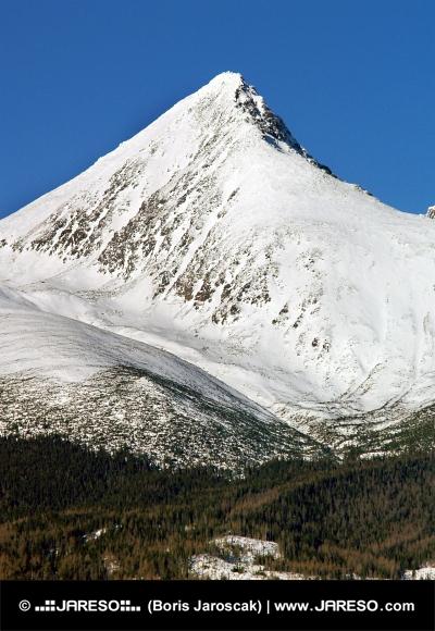 Szczyt góry Krivan zimą