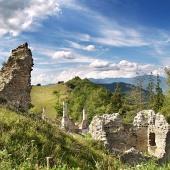 Zniszczony Sklabiňa Castle, Słowacja