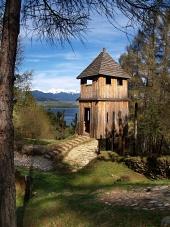 Starożytny, drewniane fortyfikacje w Havránok muzeum