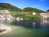 Letni widok Sutovo jeziora, na Słowacji