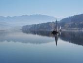 Wcześnie rano mgły na zbiorniku Orava