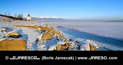 Lacul Liptovska Mara în timpul iernii