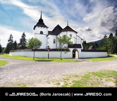 Biserică gotică la muzeul în aer liber de la Pribylina