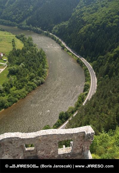 Vedere aeriană de la Castelul de Strecno