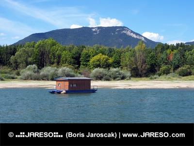 Houseboat ?i Roháče în timpul verii