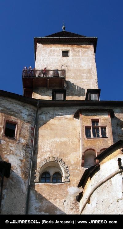 Turn și punte vizitare a obiectivelor turistice la Castelul Orava
