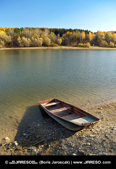 Barca de pescuit mici, la Liptovská Mara, Slovacia