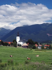 Biserică și munți în Bobrovec