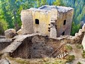 Interior ruinat al Castelului Likava, Slovacia
