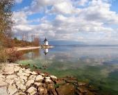 Осень берег озера Липтовска Мара, Словакии