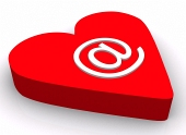 E symbol och rött hjärta isolerade på vit bakgrund