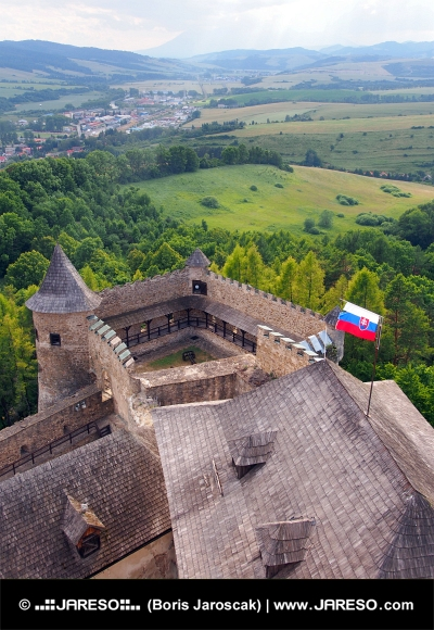 En outlook från Lubovna slottet, Slovakien