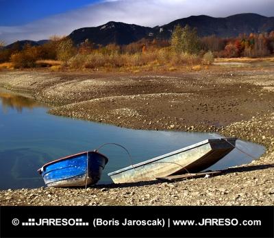 Två båtar och Liptovska Mara sjö, Slovakien