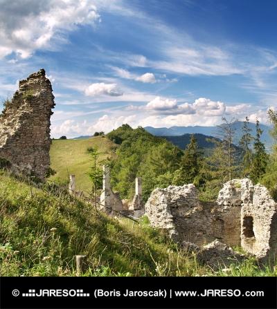 Ruined Sklabina slott, Slovakien