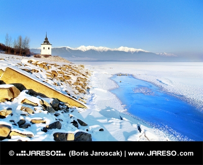 Liptovska Mara sjö i vinter