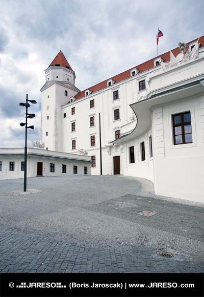 Huvudsakliga gård Bratislava slott, Slovakien