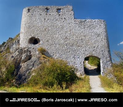 Berikning av huvudporten av Cachtice Castle