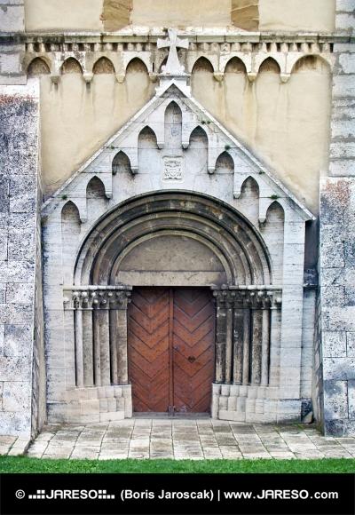 Gate av katedralen i Spisska Kapitula