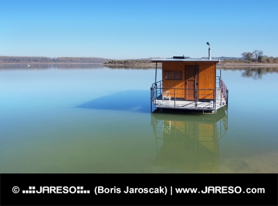 Husbåt vid Orava reservoar (Oravská Priehrada)