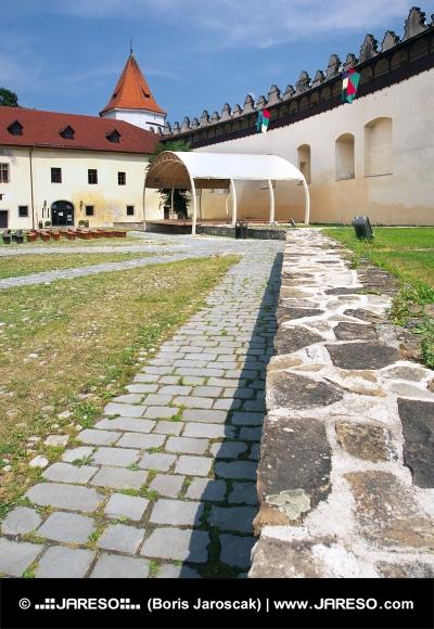 Gården Kezmarok slott, Slovakien