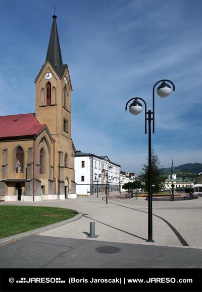 Evangeliska kyrkan i Dolny Kubin på sommaren