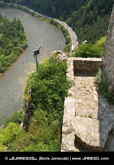 Utsikter från slottet Strecno