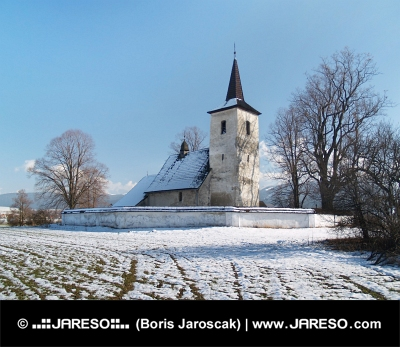 Vinter vy över All Saints Church i Ludrová