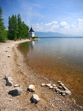 Shore at Liptovska Mara sjö, Slovakien