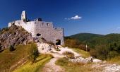 Coloful utsikt över slottet i Cachtice