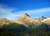 Peak of Krivan berg i Höga Tatra under sommaren i Slovakien