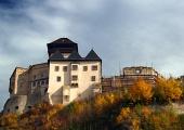 Trencin slott i höst, Slovakien