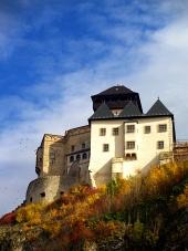 Hösten utsikt över Trencin slott, Slovakien