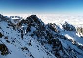 Toppar Tatrabergen på vintern