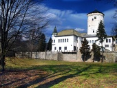Slottet Budatin och park i Zilina, Slovakien