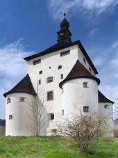 Massiva bastioner i New Castle i Banska Stiavnica, Slovakien