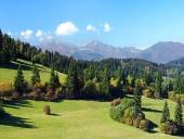 Mala Fatra och skog ovanför Jasenova by