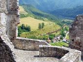 Sommar vy från slottet Strecno