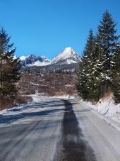 Vägen till Höga Tatra i vinter